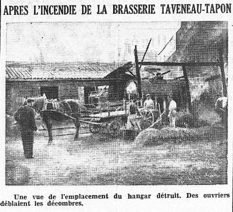Après l'incendie de la brasserie Taveneau Tapon. Une vue de l'emplacement du hangar détruit. Des ouvriers déblaient les décombres. Ouest-France 1942
